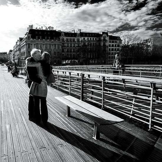 14 février à Paris. EyeEm Best Shots - Black + White EyeEm Best Shots - People + Portrait Bnw_collection Fortheloveofblackandwhite Loveisintheair ❤ Stvalentinesday