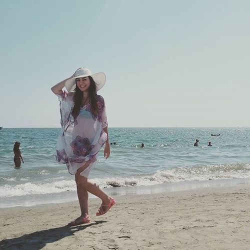 I've lost 3 kilos in a week. If my mind doesn't explode from stress, I'll be the old skinny Merve again. Latergram Girl Me Beach Beachphotography Beach Photography On The Beach Girlinahat Beachday Beach Dress Hat Fun Funny Happy Good Times Summer Summertime Love ThatsMe