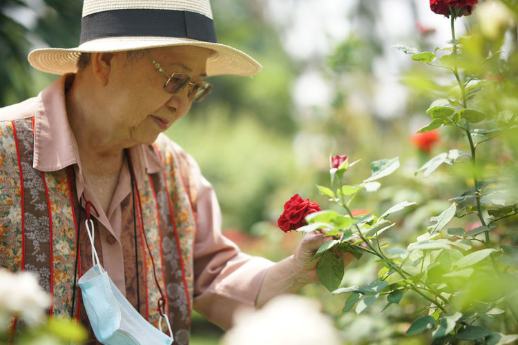 Midsection of woman holding flowering plants