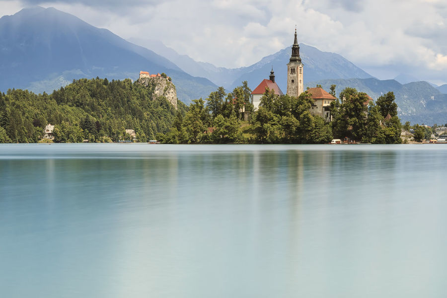 Beautiful view of Lake Bled with Island, Church And Castle With Mountain Range (Stol, Vrtaca, Begunjscica) In The Background- Bled, Slovenia, Europe Canyon Cerkev Marijinega Vnebovzetja Eco Tourism Forest Gold Horned Chamois Holiday Julian Alps Lake Bled Lake Bohinj Mostnica Gorge Nature Slovenia Triglav National Park Velika Planina Vintgar Gorge Voje Valley Waterfall