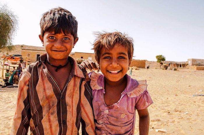 Those eyes... India Jaisalmer Thar Desert Thar Desert Rajasthan Backpacker Backpacking Wanderlust Eyes Kids Poverty Lifestyles Rural Cute Gypsy Gypsylife