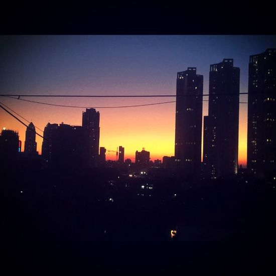 Another Beautiful sunset at my home Byculla Mumbai Nokialumia1520 LumiaLove Lumiacamera Lumiamoments Bestmoment Lovetocapture LumiaLove Nokia  Lovelyevening Missyou Lumiaphotography Pureview Zeiss Shadesofsky