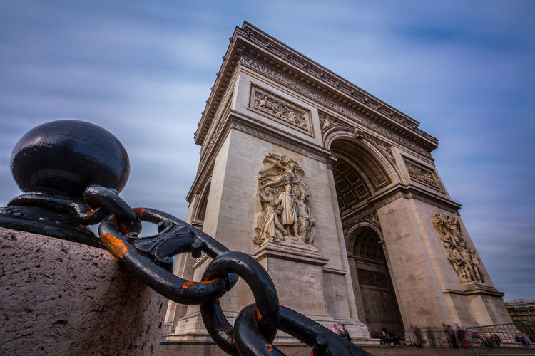 Low angle view of arc de triomphe against sky