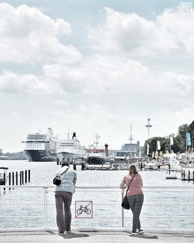 Looking at people looking at ships artist:DAX PHOTOGRAPHOHOLIC | born to capture | ArtistDAX PHOTOGRAPHOHOLIC Streetphotography Impressions Kiel Kielerwoche2016 Kiel Impressions Tourists Germany Schleswig-Holstein Enjoying Life Kiel Harbour Hafen Kiel Ostseekai Kiel Summertime Showcase: June EyeEm Gallery Travelgermany Streetview Urbanexplorer Kielerwoche Cityexplorer Busystranger Feel The Journey Live For The Story