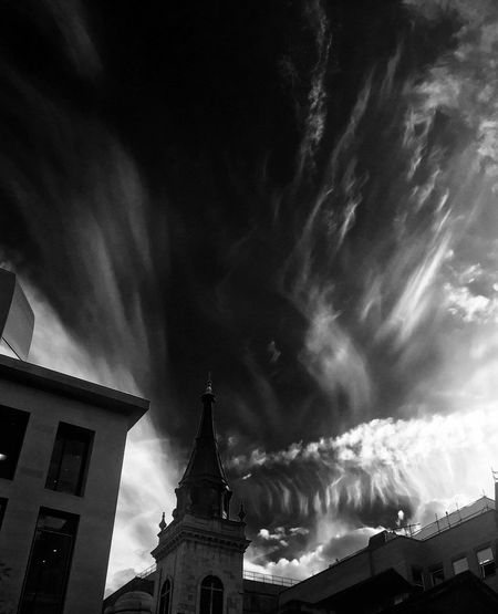 Sky Xray Sky And Clouds Blackandwhite IPhoneography London Battle Of The Cities London Lifestyle Welcome To Black The Architect - 2017 EyeEm Awards