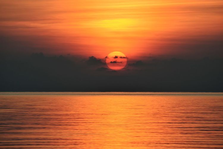 Sonnenaufgang Sonnenaufgang Am Meer Beauty In Nature Cloud - Sky Horizon Horizon Over Water Idyllic Nature No People Orange Color Reflection Scenics - Nature Sea Sky Sonne Sun Sunset Surface Level Tranquil Scene Tranquility Water Waterfront