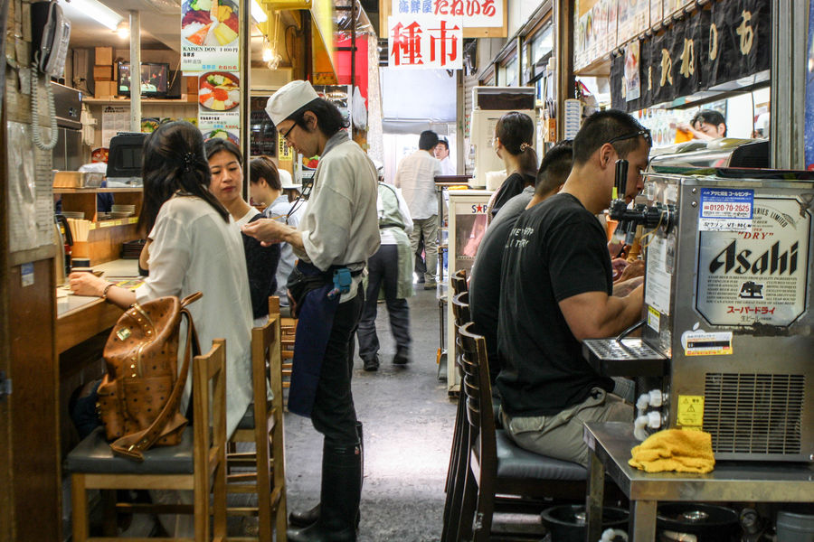 Asahi Customer  Drinking Eating Japan Leisure Activity Market Restaurant Small Business Streetphotography Sushi Tokyo Travel Traveling Waiter