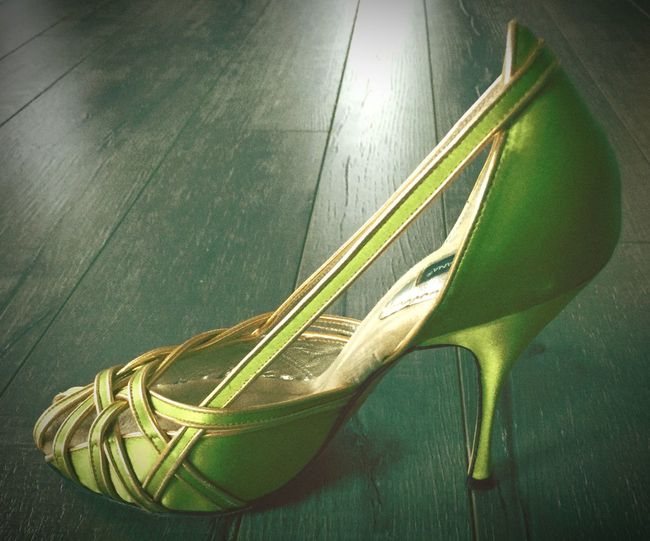 Dolce and Gabbana Metallic Green and Gold Pump Size: 38/38.5. Like new and retails for $595. Selling on Mercari and Tradesy for $199 D&G D&G(Dolce&Gabbana) greenpump Greenheels Christmas Outfit >.< #redshirt #newyorknco. #blackskirt #h&m #Goldshoes #shinny #outfitforchurch Green Gold Metallicheels