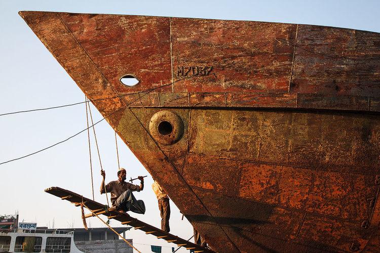 Men at work in a shipyard in Dhaka, Bangladesh. ASIA Bangladesh Dhaka Shipyard Work Labour Ship