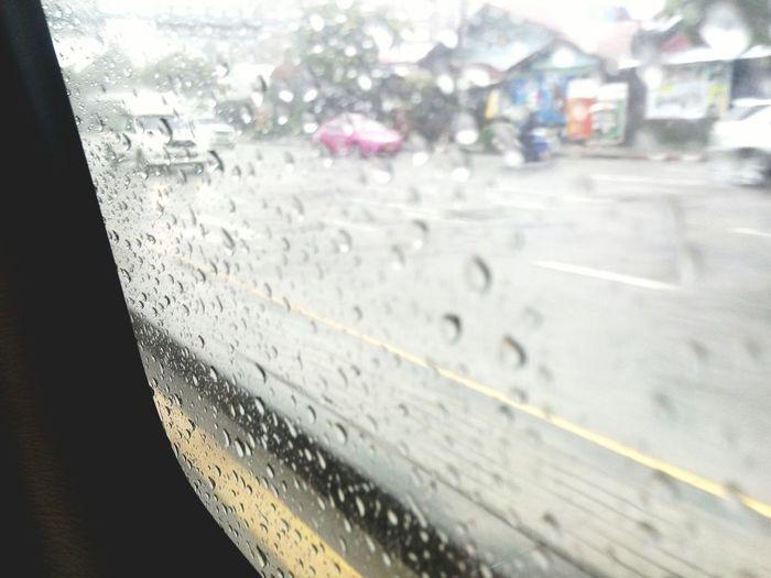 ขอบคุณแม่ ที่บังคับให้พกร่มมา เพราะ ณ จุดนี้ฝนตกแล้ว 🙏🙏🙌🙌