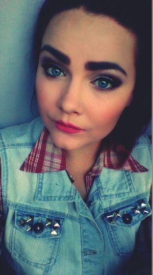 Lovemylife Lovemyself Blue Eyes Pink Lips That's Me