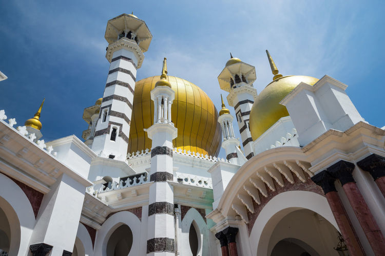 The Ubudiah Mosque is Perak's royal mosque, and is located in the royal town of Kuala Kangsar, Perak, Malaysia. Architecture City Day Dome Low Angle View No People Outdoors Perak Darul Ridzuan, Malaysia Place Of Worship Religion Sky Spirituality Ubudiah Mosque