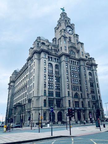 Stunning Liver Building's Liverpool Liver Building Liverpool Architecture Built Structure Building Exterior Sky Nature Travel Destinations Building City Cloud - Sky Tourism Low Angle View History Cold Temperature