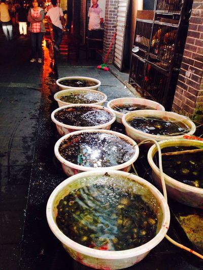 如果在成都遇到你,我一定会请你去吃河边的鱼虾,看你辣的满脸通红猛灌凉水? Light Up Your Life Food Streetphotography 在 Chengdu