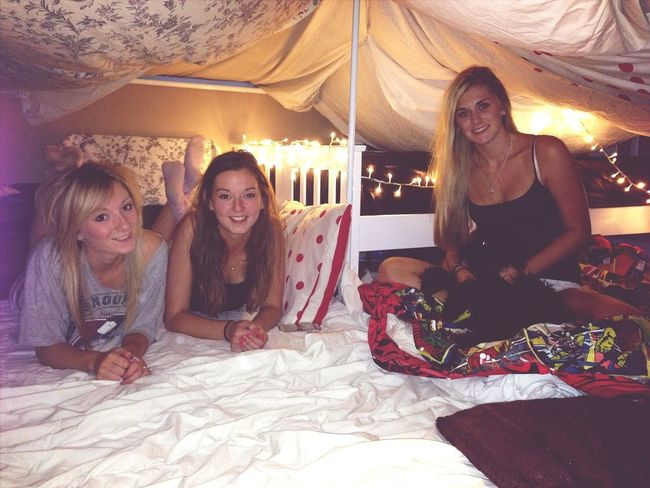 Sleepover! Friends Castle Having Fun