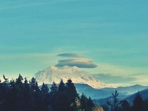 This is a view of Mount Rainier today. KimberlyJTilley The Great Outdoors - 2015 EyeEm Awards