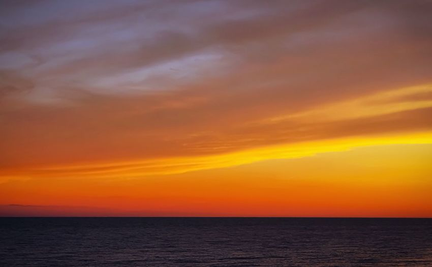 The colour orange in all of its splendour 🌅🌞 Inas Sunset Sunset Orange Sky Breathtaking Wishing You Were Here Memories Sea Scenics Beauty In Nature Tranquil Scene Horizon Over Water Tranquility Idyllic Nature Sky Beach Ocean The Week On EyeEm Water Cloud - Sky Summer Taking Photos Evening