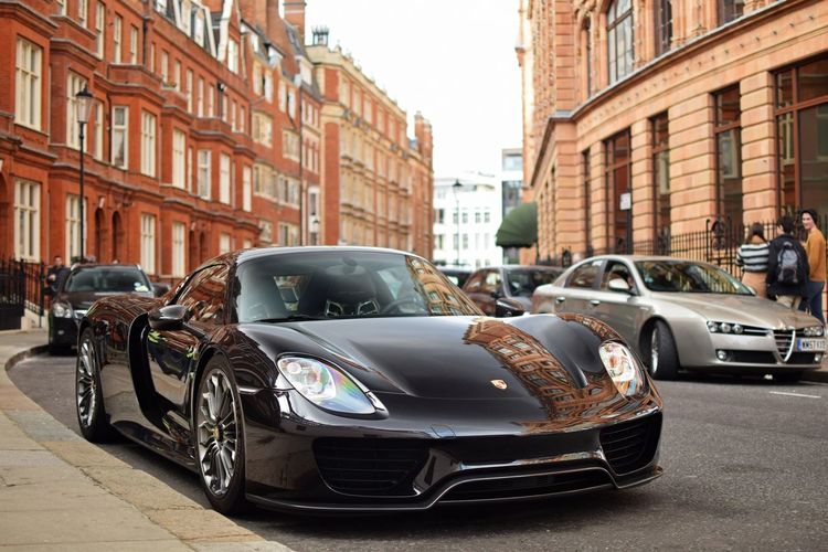 Black Porsche 918 in London next to Harrods! Porsche Porsche 918 Spyder 918 New Harrods London London Lifestyle Black Supercar Car Cars Carphotography Autumn Spring Summer Oldbuilding Hypercar McLaren L4l Like4like No People Vehicle Fast Fastcar Newandold