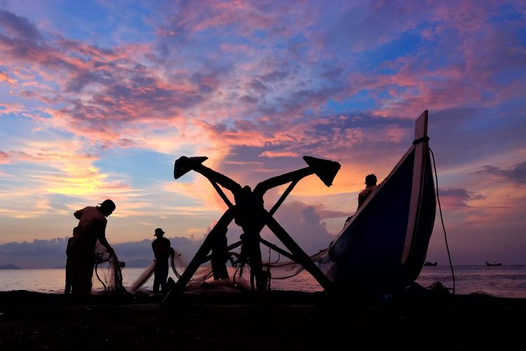 Aceh Aceh Culture INDONESIA Photography Fish Fishing Water Oil Pump Sunset Fisherman Full Length Beach Silhouette Agriculture Men Rice Paddy Fishing Equipment Photographer Fishing Industry Tripod Irrigation Equipment Commercial Fishing Net Farmland Asian Style Conical Hat Fishing Net