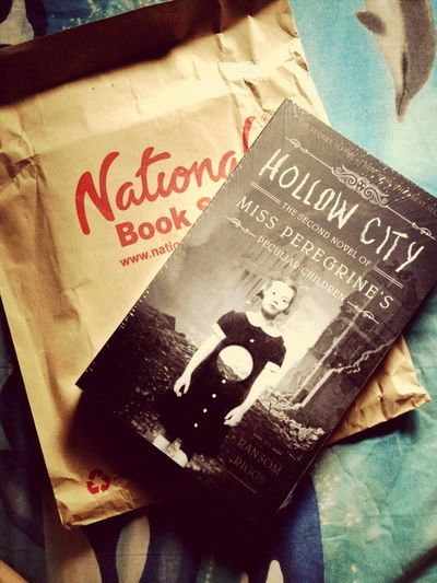...and the wait is over. Hollow City is finally here! Bookgasm Book