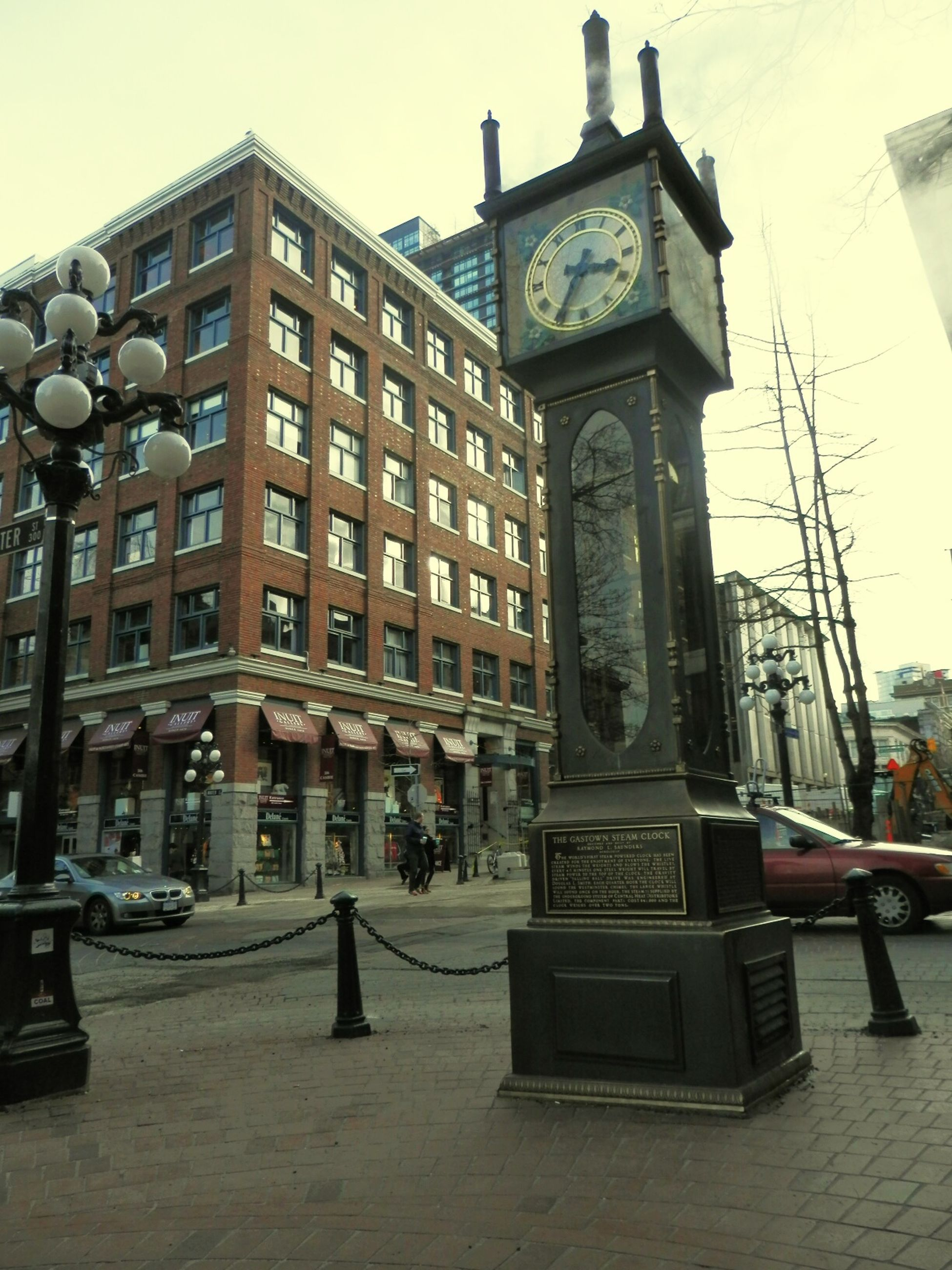 building exterior, architecture, built structure, city, window, clock tower, city street, city life, outdoors, history