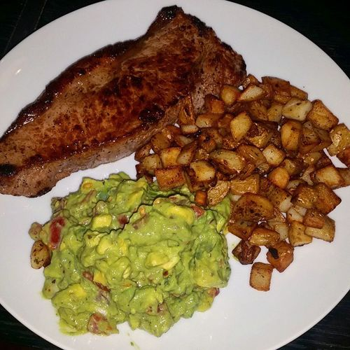 Home made Guacamole with Steak & Mini Chips! Friday night dinner with my man. Happy days! Omnomnom Steaknchips Guacamole