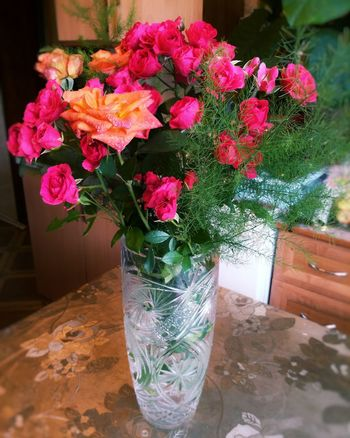 The first bouquet today..on my birtday frome mother. EyeEm Best Shots ImissYouu♥ Blooming Flower MyBirthday BeardMan ♡♡ EyeEm Nature Lover Diploidrec Leaves🌿 JustMe♥ Bearded Man Mybirthday😩🙌💕 Flowers