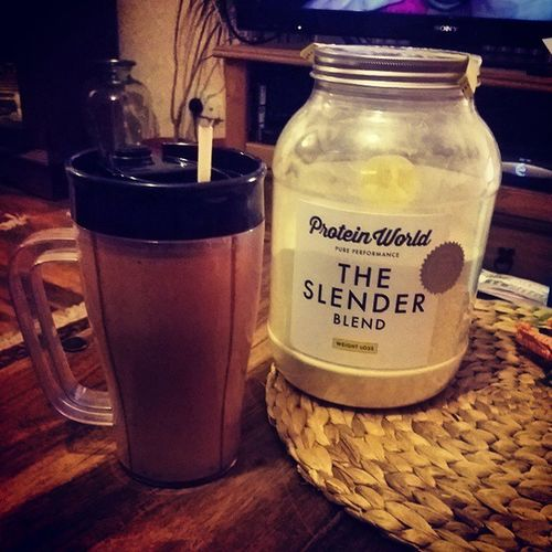 Day 7: I havent missed out any days, was just super busy working and training tried a varity of smoothies that i'll post in the next few days when i have them again... Todays smoothie, Chilli and Chocolate with 40g of @proteinworld banana slender powder. Have to admit this tastes soooo damn good and wakes you up in the morning. Smoothie Chilli Chocolate Banana proteinworld weight loss muscle gain super saiyan goal