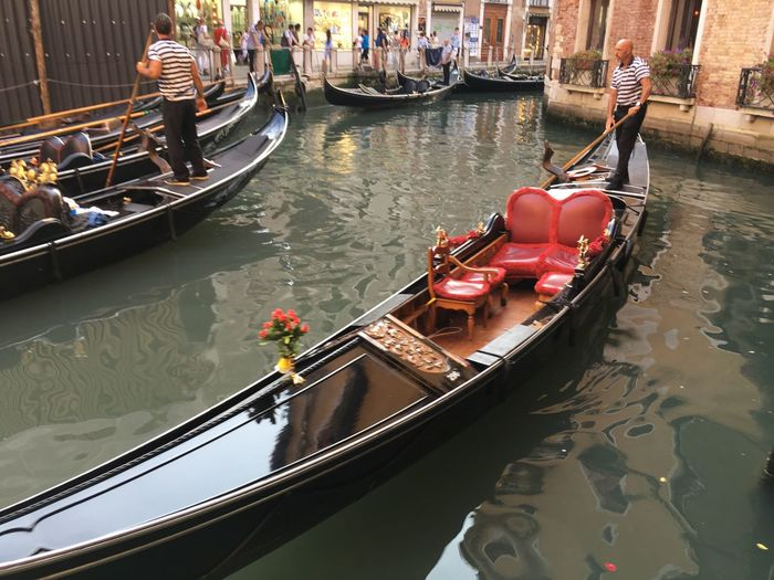 Passeig Transportation Boat River Travel Canal Gondola - Traditional Boat Gondola Landscape_Collection People And Places