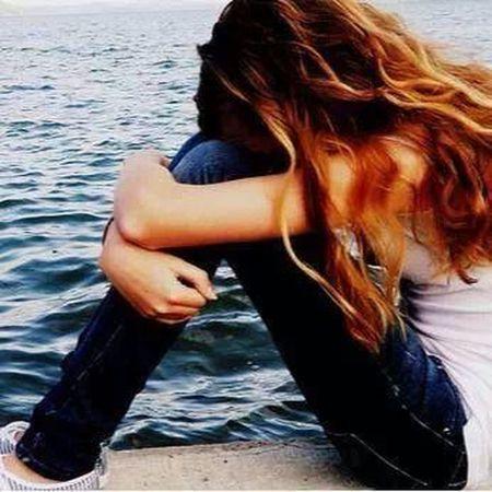 ليش الينجرح من اقرب إنسان ..:-( يشكي للغرب طعنة حبيبه ...:-( إذا هو اليحبك مآآ رحم بيك ..:-( عود ترحمك الناس الغريبة ..!!