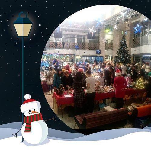 """Прямо сейчас проходит Выставка-ярмарка """"Новогодний базар"""" 🎁🎄🎉 а также встречаем гостей вечера, деда мороза со снегурочкой ☺ ОМЦентр Полярис Салехард ✔"""