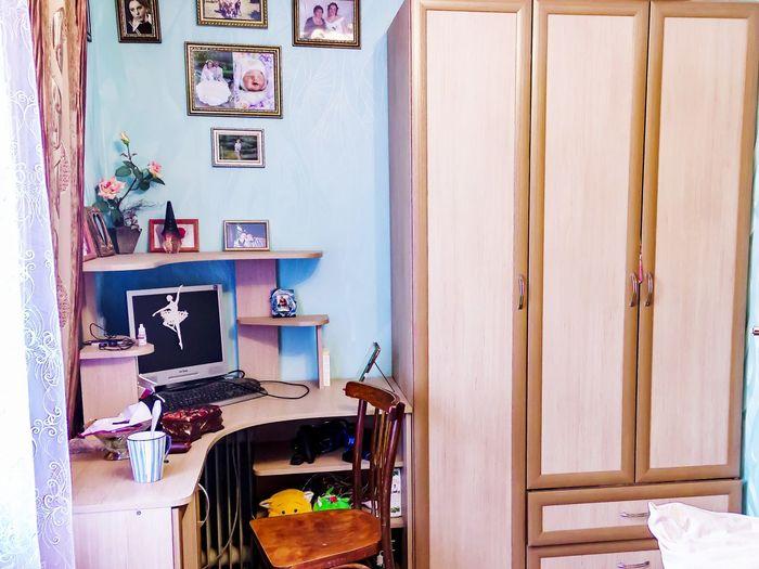 компьютерный стол и шкаф комната компьютер компьютерный стол шкаф фотографии кружка стул Home Interior Indoors  Domestic Room No People House Day Wood - Material Furniture Chair Lifestyles Home