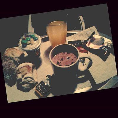 Desayuno en la cama... Gracias a los mejores padres del mundo♡ FelizDIa Delniño Happyday Desayuno Breakfast Inthebed Sister Me Mom Dad Thanks  So Much Love Love Loves