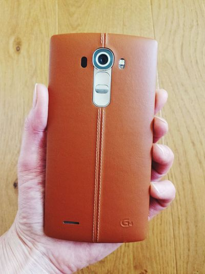 Human Meets Technology My New Toy My New Mobile Phone LG G4 Mein Neues Spielzeug Mein Neues Handy Good Morning Leather Brown In My Hand People Together