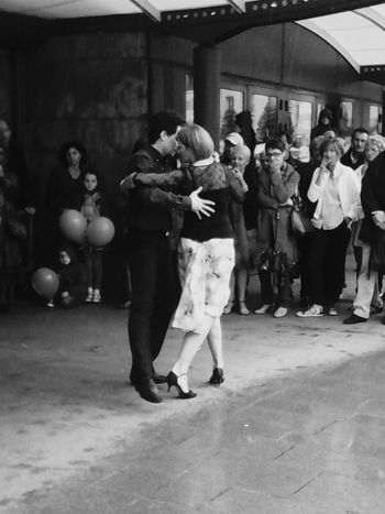 A couple who is dancing tango in the street! Dance Streetphotography Tango Tango Dancers Blackandwhite Black And White Black & White Couple Show What I Value