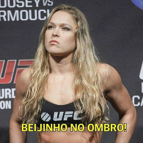 Uma aula de humildade em 34 segundos! RondaRousey UFC Fightgirl BeijinhoNoOmbro