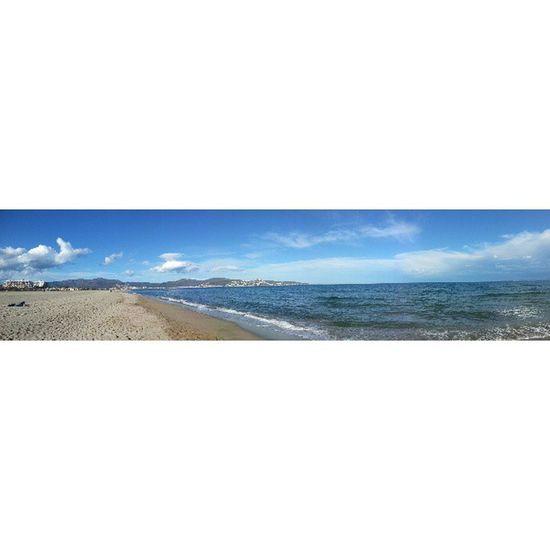 Panoràmica del golf de Roses des de la platja d'Empuriabrava
