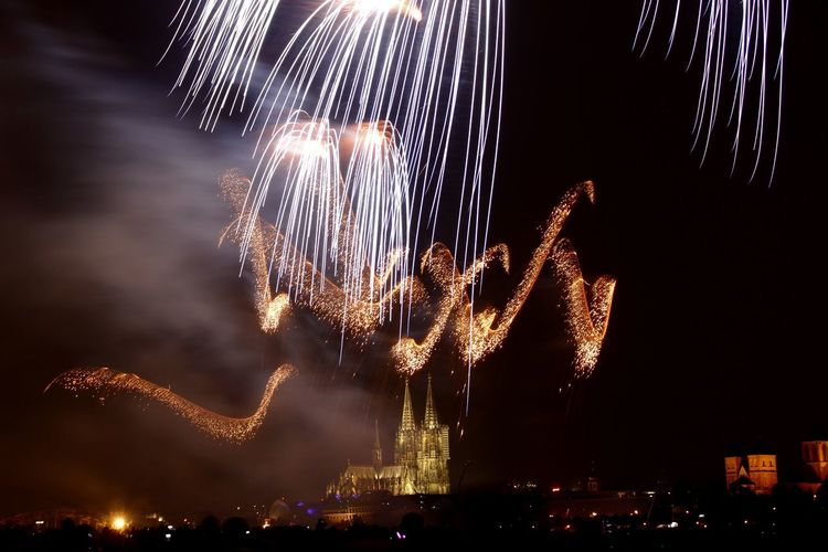 Crowd Entertainment Event Cologne Germany Sparks Light Painting Fire Firework Display Dom Long Exposure Fireworks Light HUAWEI Photo Award: After Dark #urbanana: The Urban Playground
