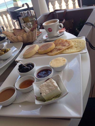 My Favorite Breakfast Moment Desayuno Marroquí Rghayef Harcha Baghrir Cafe Con Leche con Zumo De Naranja y en Marruecos el mejor desayuno del mundo... 😊 La Veranda