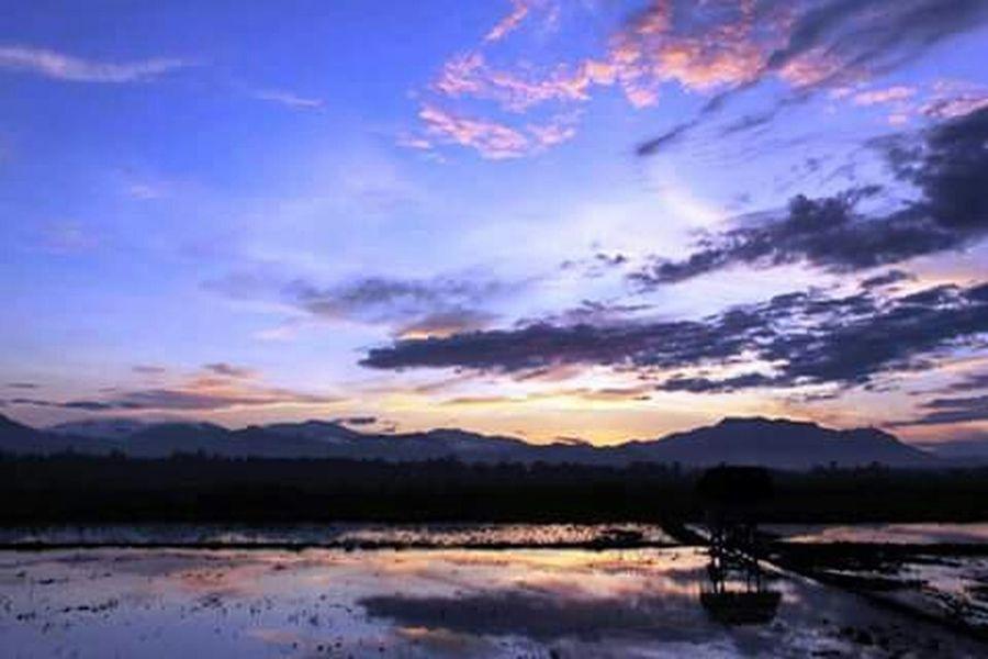 Travelling Travelingindonesia Travel Photography Hello World Sunrise Morning Light BeautyfullIndonesia Ligth And Shadow Ligthblue Hill