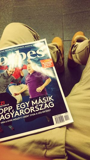 Vlogger Budapest Style Art Lazy Waiting For The Bus Forbes Reading Reading Newspaper