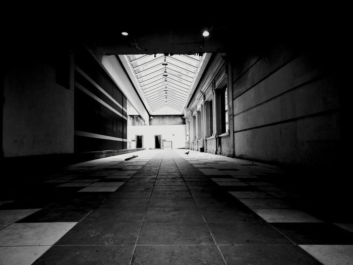 Blackandwhite Photography Blackandwhite Streetphotography HuaweiP9 Huawei P9 Leica Huawei Photography Belgium City Corridor Passage Hallway Tunnel Entrance Hall Light At The End Of The Tunnel