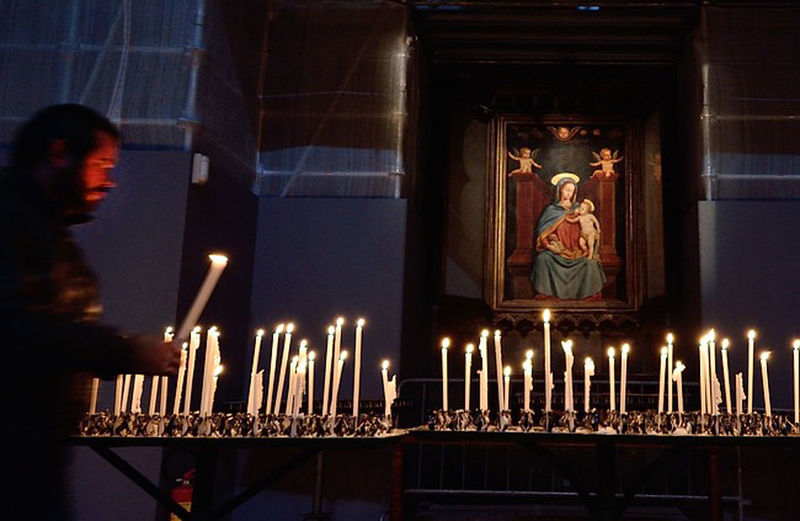 By Candlelight This picture taken in the cathedral of milan, italy. people pray for mariam. Nightshot MariaMaeDeJesus Italy