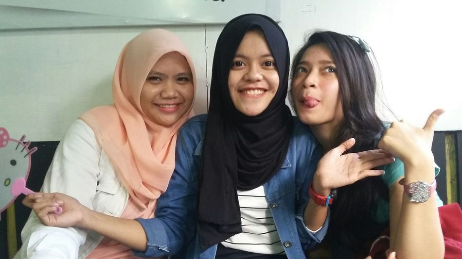 HappyFasting Live, Love, Laugh Quality Time Friends Girls Girlstime  Groupselfie Latepost