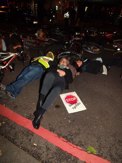 Stop Killing Cyclists. Vigil +Die-In. To honour cyclist killed by a heavy goods vehicle on Pentonville Road. Islington Town Hall. Upper Street. Islington. 08/11/2017 Caroline Russell Green Party Stop Killing Cyclists Stevesevilempire London Cycling Campain Islington Vigil Olympus Politics And Government Steve Merrick London News Cyclist Protest Protest Cycling London Protestor Zuiko Cyclists