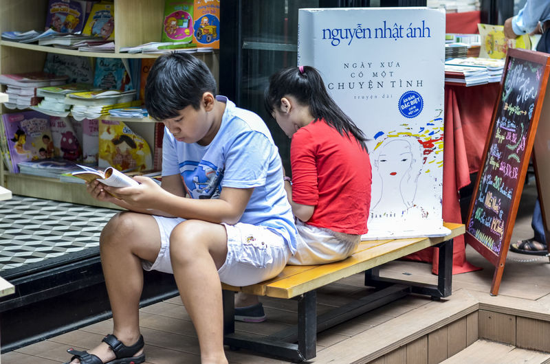Books Addict Adult Book Street In Saigon Botany Children Day Find Boo Full Length Life Is A Beach Nguyen Nhat A Old Books People Read Reading Streetphotography Two People Young Adult