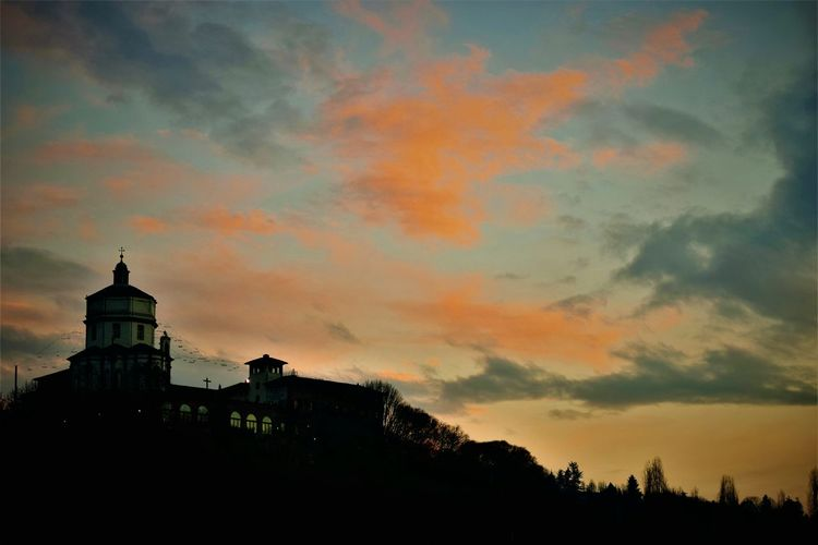 Sunset Sky Silhouette Beauty In Nature No People Nature Galaxy Outdoors Cloud - Sky Italy🇮🇹 Scenics Urban Skyline Beauty Landscape Italy Skyscraper Nature EyeEmNewHere Low Angle View City Italy 🇮🇹 Street Amusement Park Ride Cityscape Building Exterior