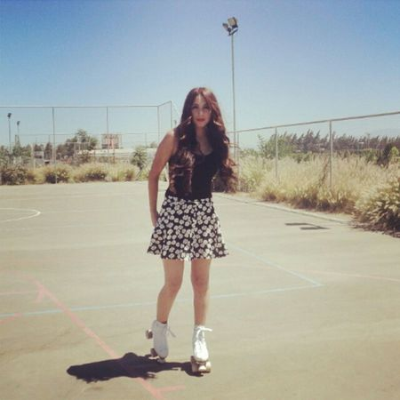 Rollers Patines Summer Sun Long Hair Pale Red Lips Hipster Hippie Wild
