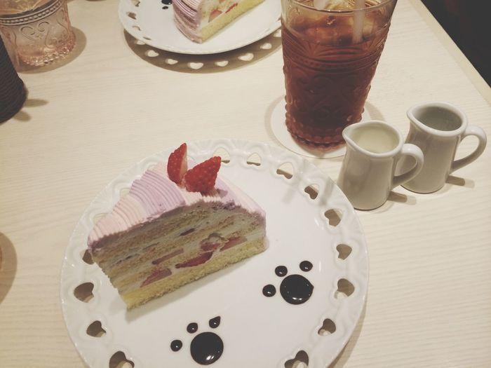 in 新宿. お菓子の国のアリス Cafe Cake Cheshire Cat おいしい☺︎ 🐾
