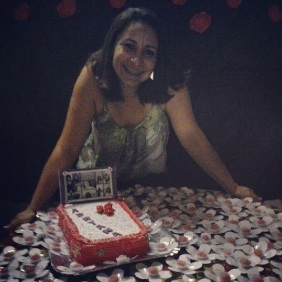 E com um bolo a gente faz uma pessoa feliz <3 Festa da mamis poderosa♥